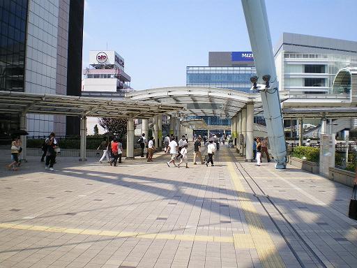 070911_TachikawaSta.jpg 512��384 51K